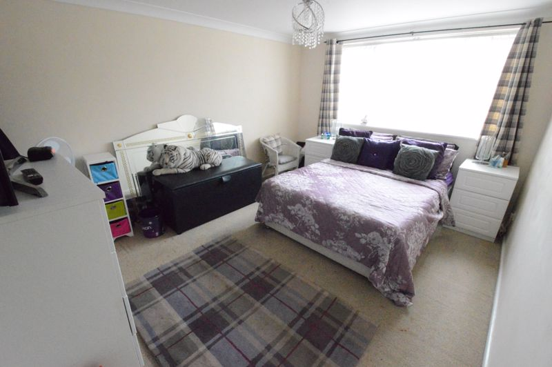 3 bedroom Mid Terrace to buy in Telscombe Way, Luton - Photo 5