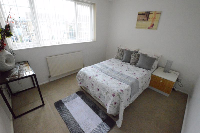 3 bedroom Mid Terrace to buy in Telscombe Way, Luton - Photo 6
