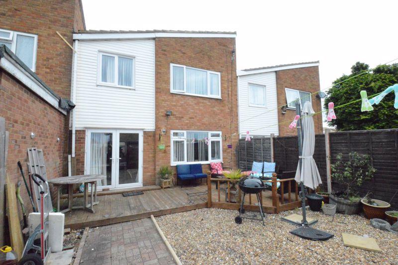 3 bedroom Mid Terrace to buy in Telscombe Way, Luton - Photo 9