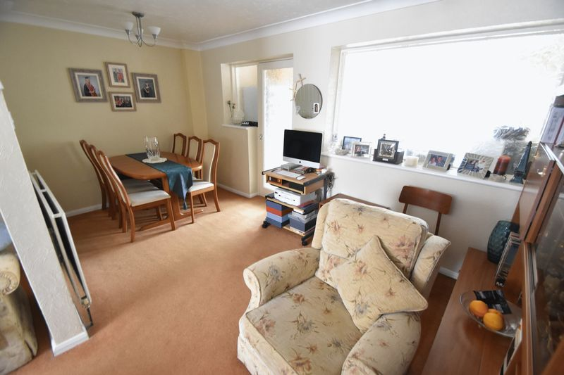 2 bedroom Semi-Detached  to buy in Dallow Road, Luton - Photo 4