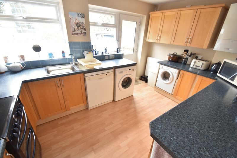 2 bedroom Semi-Detached  to buy in Dallow Road, Luton - Photo 6