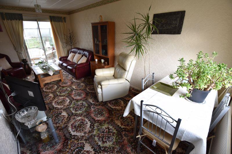 3 bedroom Semi-Detached  to buy in Dewsbury Road, Luton - Photo 3