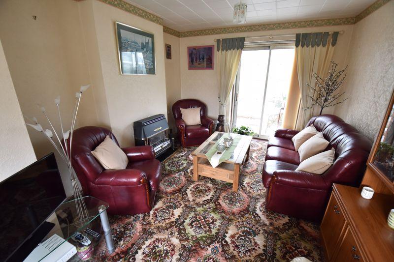 3 bedroom Semi-Detached  to buy in Dewsbury Road, Luton - Photo 4
