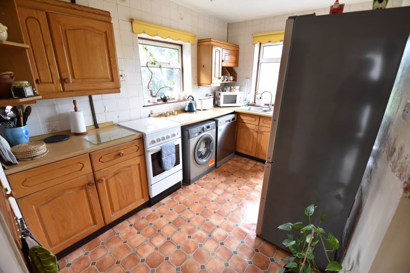 3 bedroom Semi-Detached  to buy in Dewsbury Road, Luton - Photo 7