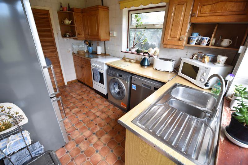 3 bedroom Semi-Detached  to buy in Dewsbury Road, Luton - Photo 9