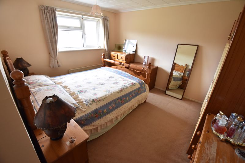 3 bedroom Semi-Detached  to buy in Dewsbury Road, Luton - Photo 11