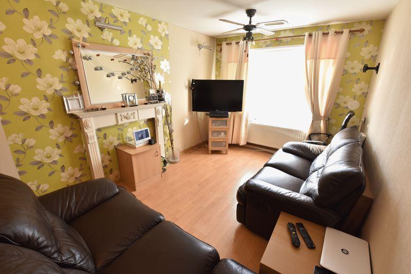 1 bedroom  to buy in Cutenhoe Road, Luton - Photo 2