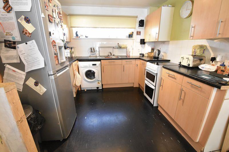 1 bedroom  to buy in Cutenhoe Road, Luton - Photo 3