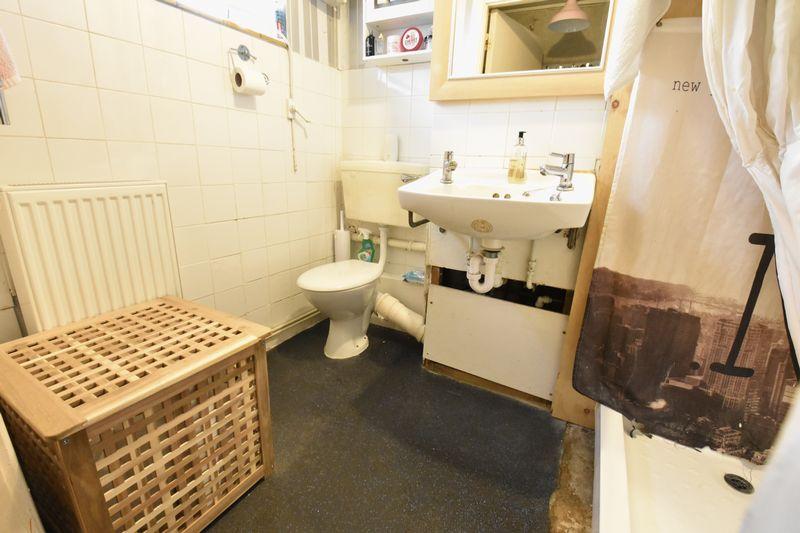 1 bedroom  to buy in Cutenhoe Road, Luton - Photo 4