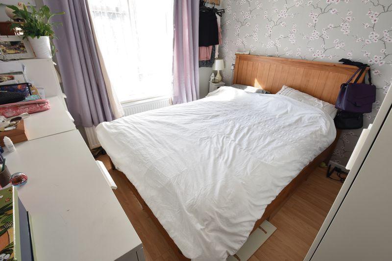 1 bedroom  to buy in Cutenhoe Road, Luton - Photo 5