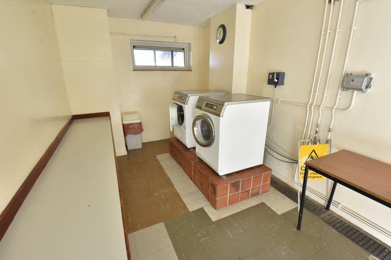 1 bedroom  to buy in Cutenhoe Road, Luton - Photo 8