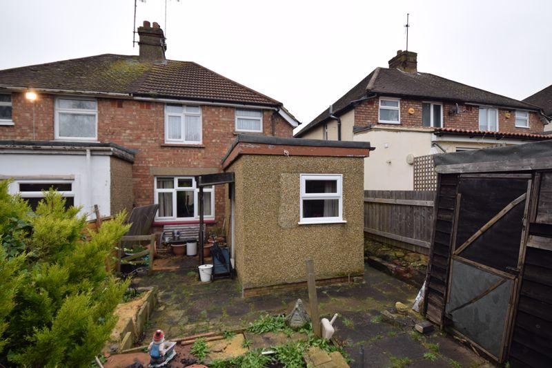 2 bedroom Semi-Detached  to buy in Windermere Crescent, Luton - Photo 3