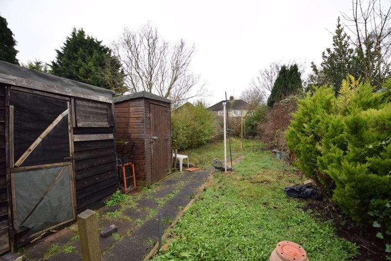 2 bedroom Semi-Detached  to buy in Windermere Crescent, Luton - Photo 4