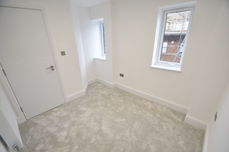 3 bedroom Flat to rent in Napier Road, Luton - Photo 2