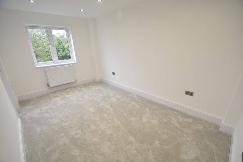 3 bedroom Flat to rent in Napier Road, Luton - Photo 3