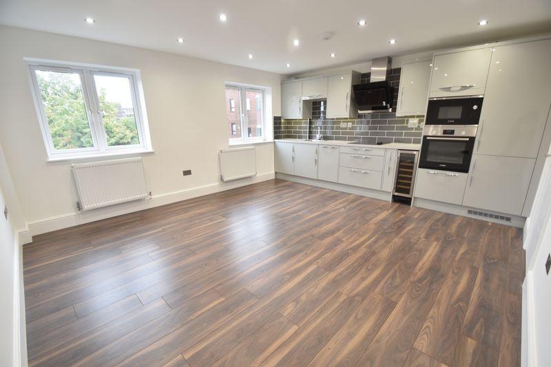 3 bedroom Flat to rent in Napier Road, Luton