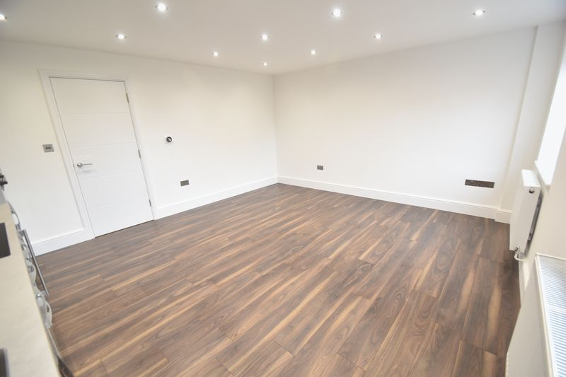 3 bedroom Flat to rent in Napier Road, Luton - Photo 9