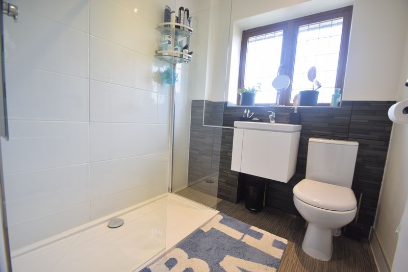 2 bedroom  to buy in Whitwell Close, Luton - Photo 5