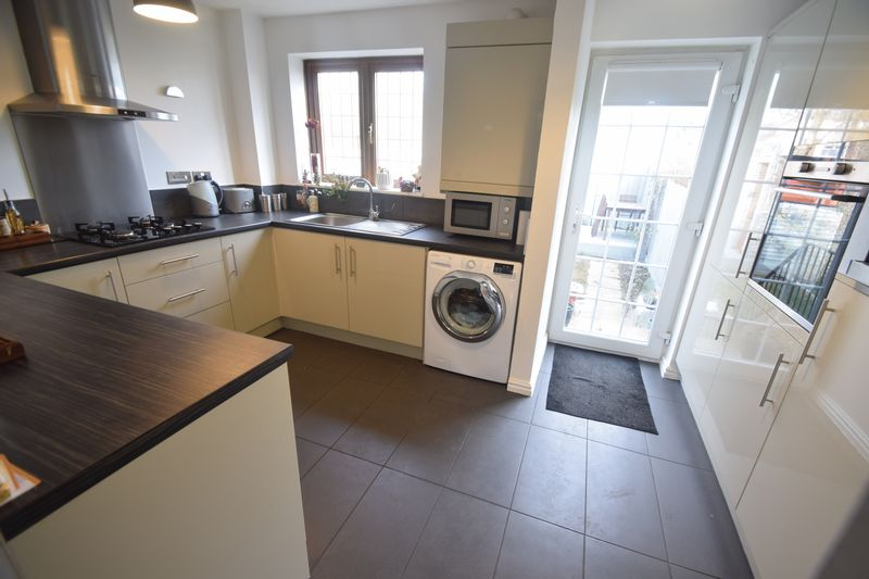 2 bedroom  to buy in Whitwell Close, Luton - Photo 6