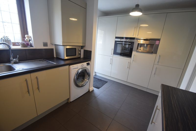 2 bedroom  to buy in Whitwell Close, Luton - Photo 8