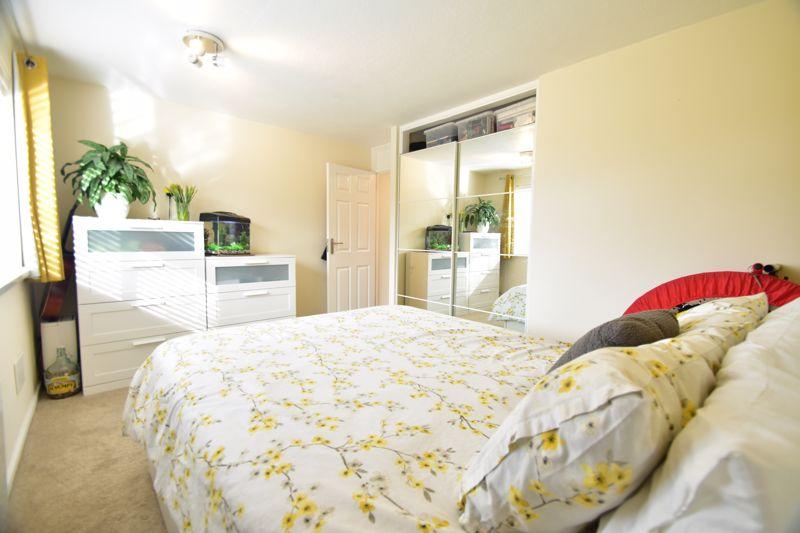 2 bedroom Apartment / Studio to buy in , Luton - Photo 4