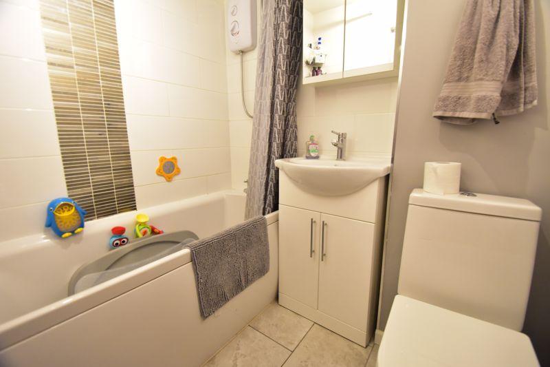 2 bedroom Apartment / Studio to buy in , Luton - Photo 6