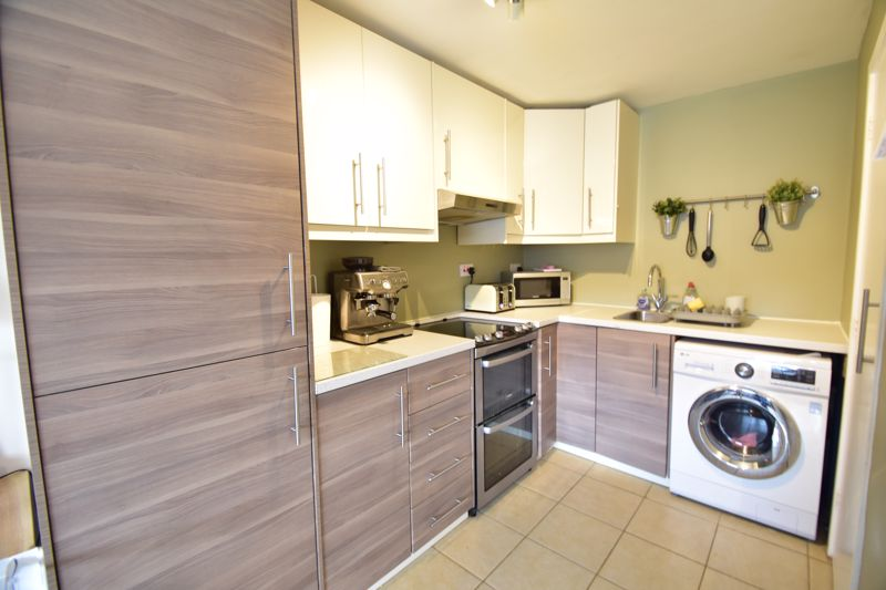 2 bedroom Apartment / Studio to buy in , Luton - Photo 7