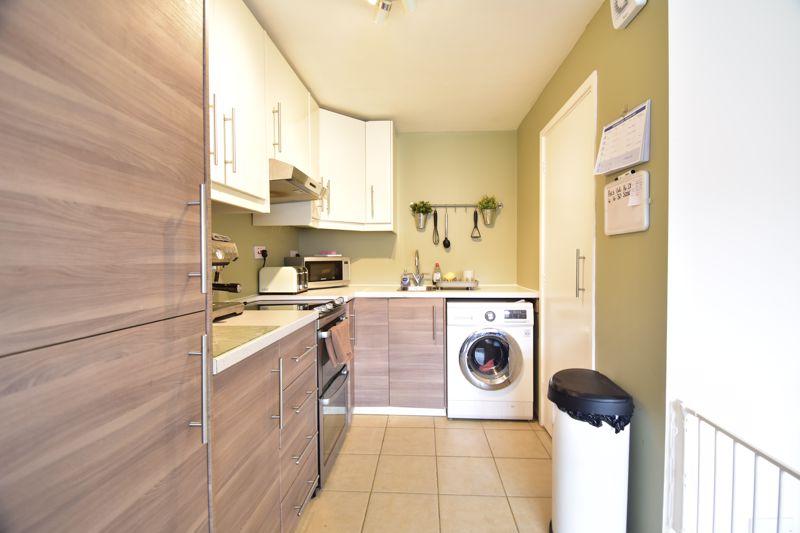 2 bedroom Apartment / Studio to buy in , Luton - Photo 9