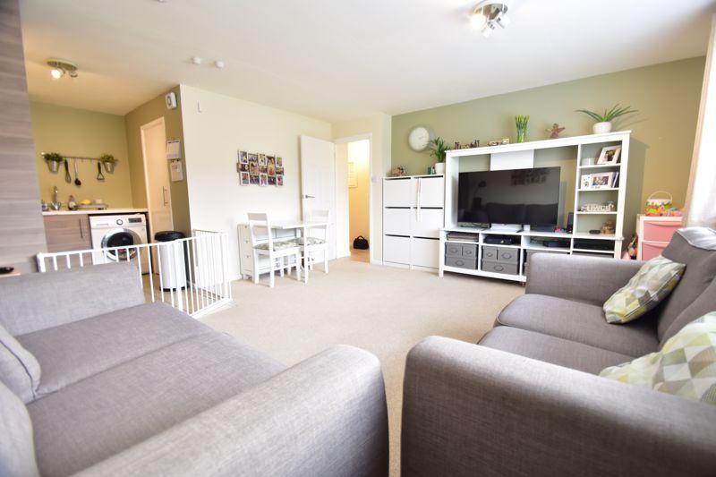 2 bedroom Apartment / Studio to buy in , Luton - Photo 10