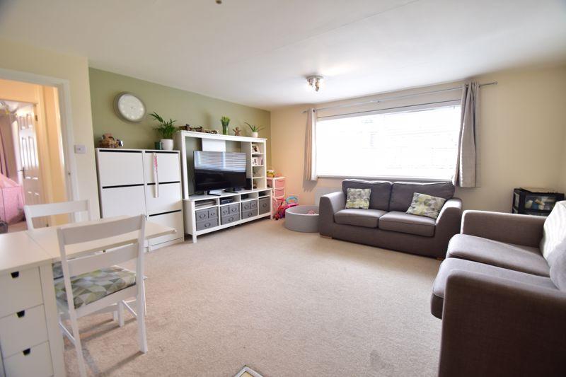 2 bedroom Apartment / Studio to buy in , Luton - Photo 12