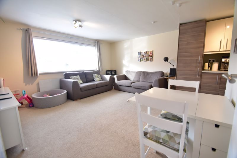 2 bedroom Apartment / Studio to buy in , Luton - Photo 13