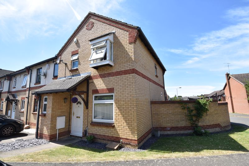 3 bedroom  to buy in Lorimer Close, Luton