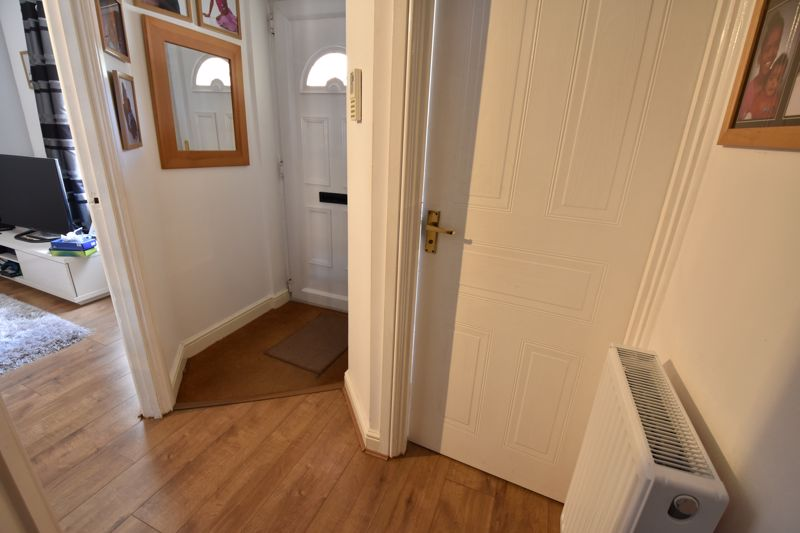 3 bedroom  to buy in Lorimer Close, Luton - Photo 17