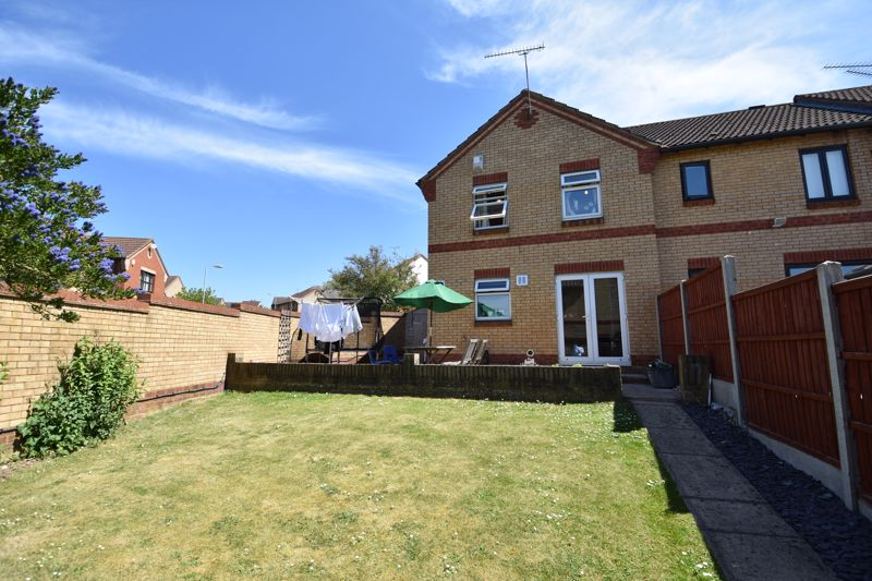 3 bedroom  to buy in Lorimer Close, Luton - Photo 20