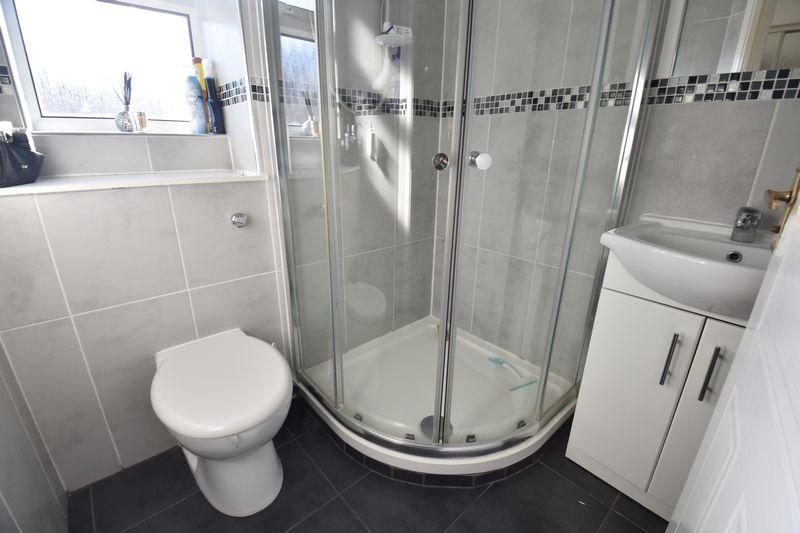 3 bedroom  to buy in Lorimer Close, Luton - Photo 2