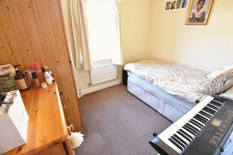 3 bedroom  to buy in Lorimer Close, Luton - Photo 4