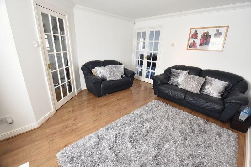 3 bedroom  to buy in Lorimer Close, Luton - Photo 14