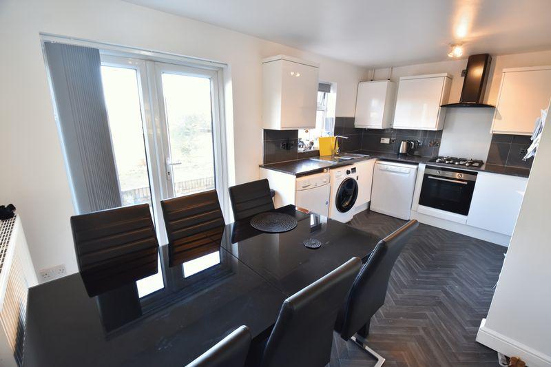 3 bedroom  to buy in Lorimer Close, Luton - Photo 15