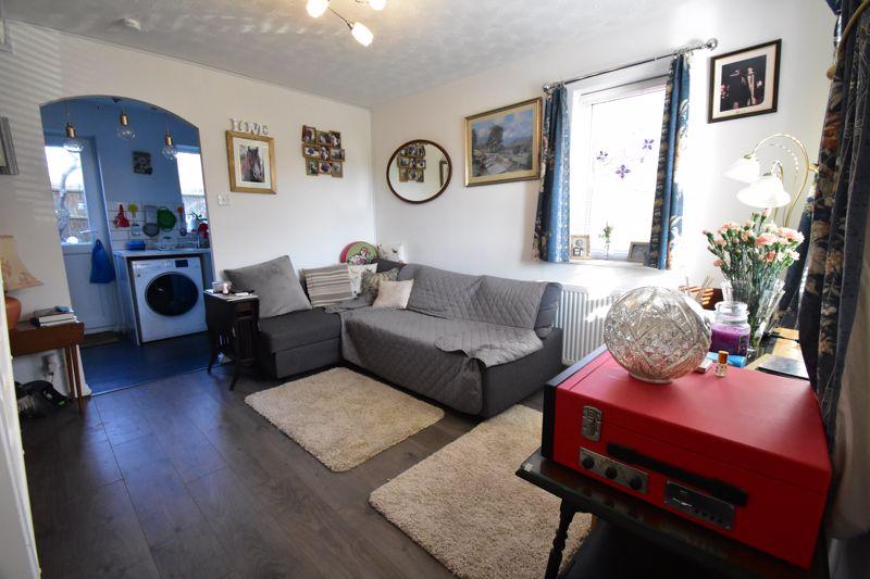 1 bedroom End Terrace to buy in Elveden Close, Luton - Photo 2