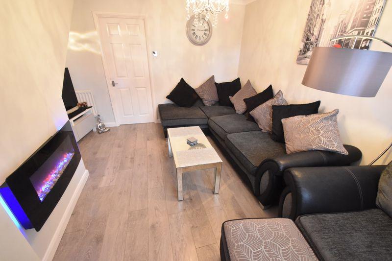 2 bedroom Mid Terrace to buy in Furze Close, Luton - Photo 2