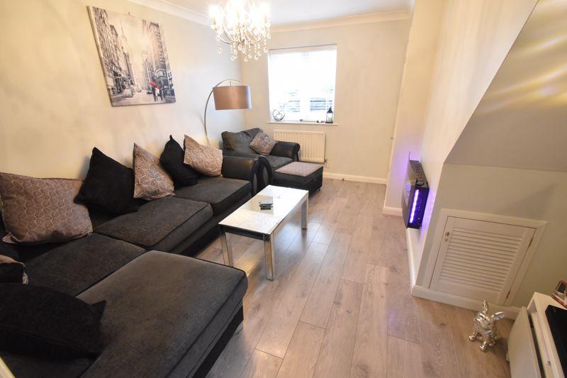 2 bedroom Mid Terrace to buy in Furze Close, Luton - Photo 3