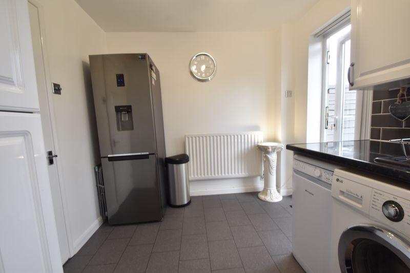2 bedroom Mid Terrace to buy in Furze Close, Luton - Photo 5