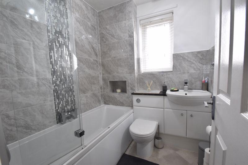 2 bedroom Mid Terrace to buy in Furze Close, Luton - Photo 6