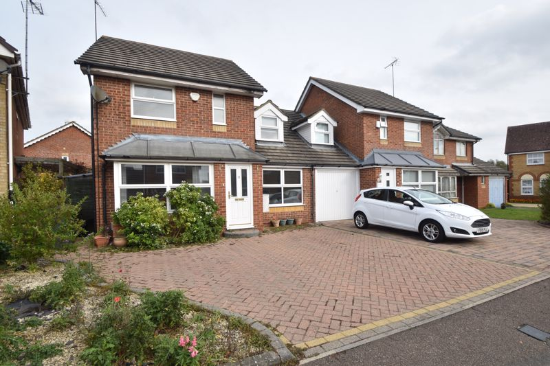 4 bedroom Detached  to buy in Chard Drive, Luton