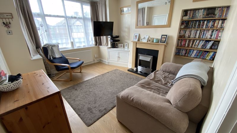 2 bedroom Mid Terrace to buy in Pomfret Avenue, Luton - Photo 1