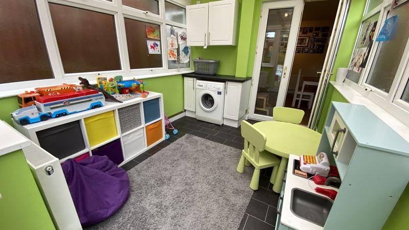 2 bedroom Mid Terrace to buy in Pomfret Avenue, Luton - Photo 5