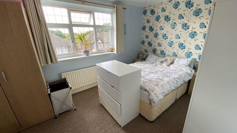 2 bedroom Mid Terrace to buy in Pomfret Avenue, Luton - Photo 6