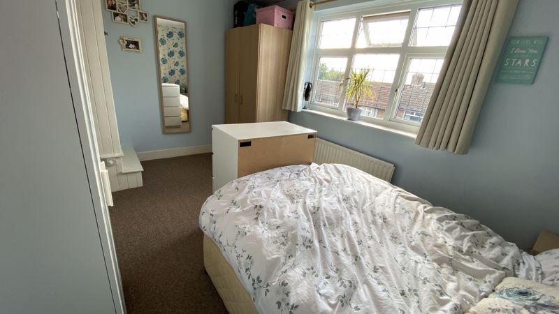 2 bedroom Mid Terrace to buy in Pomfret Avenue, Luton - Photo 7