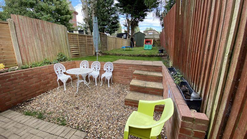 2 bedroom Mid Terrace to buy in Pomfret Avenue, Luton - Photo 10