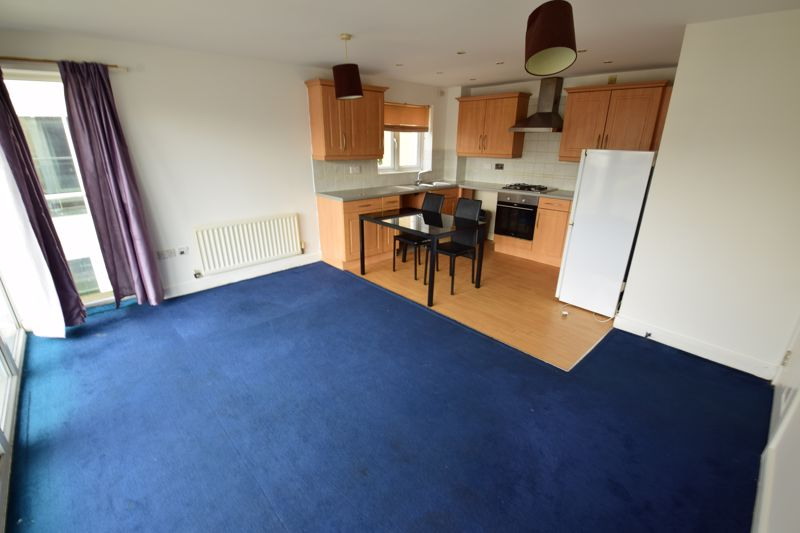 2 bedroom Flat to buy in Primrose Close, Luton - Photo 2